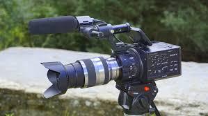 Use um tripé 14 Conselhos de Produção de Vídeo para aumentar a Qualidade das Suas Produções