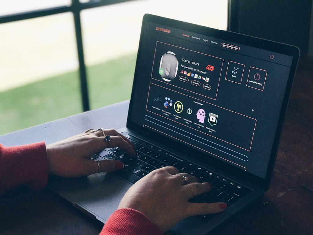 - power digital marketing 1571029 unsplash 1024x768 - 6 melhores ferramentas para acelerar campanhas de marketing para conteúdo digital