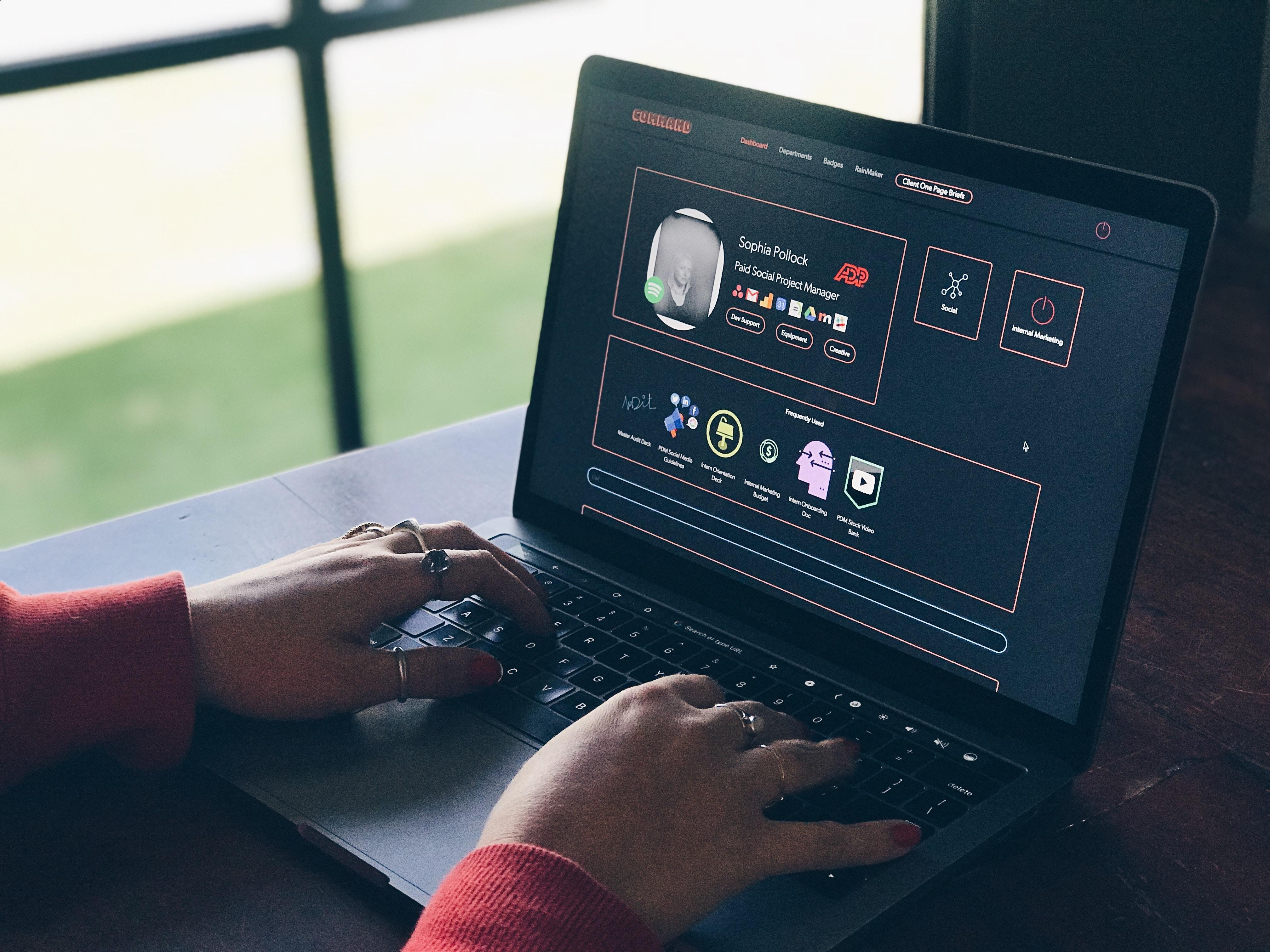 - power digital marketing 1571029 unsplash - 6 melhores ferramentas para acelerar campanhas de marketing para conteúdo digital