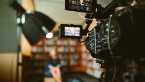 produção vídeo profissional produção vídeo Produção Vídeo sam mcghee KieCLNzKoBo unsplash 300x169