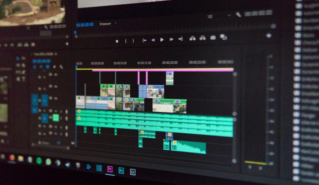 Como escolher um software de edição video pict 2  Como escolher um software de edição video wahid khene iKdQCIiSMlQ unsplash 1024x594